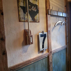 腰壁/スイッチ/漆喰/玄関/DIY/住まい 汚れていたクロスの上から 上部は直接、漆…