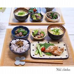うつわ日和/器で食卓が変わる/器使い/器のある暮らし/器好き/うつわ/... * お夕食 𐂐.·˖* * ❋ ブリの照…