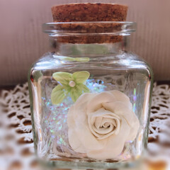 リース/樹脂粘土/雑貨/ハンドメイド リースに着けていた薔薇🌹がポロポロ落ちて…