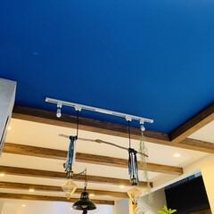 照明/お気に入りの空間/キッチン/住まい/リフォーム/ブルー キッチンの天井です。 アクセントクロスで…