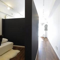 間仕切り/可動式間仕切り/寝室/ベッドルーム 可動式間仕切り壁の反対側にベッドを配置。…