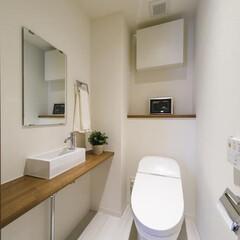 ウォシュレット/タンクレス、トイレ トイレにもちょっとした棚がつくと、空間の…