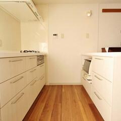 キッチン/カップボード/食器棚/人工大理石/愛知/名古屋 壁を取り払い明るいキッチンスペースになり…