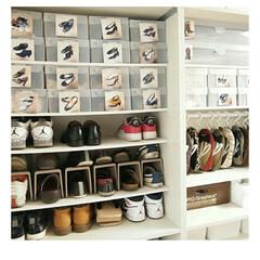 シューズハンガー ホワイト | イノマタ化学(物干しハンガー、ピンチ)を使ったクチコミ「玄関の靴収納続き😊 他の靴はボックスにい…」