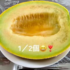 デザート/コーヒーフロート/バニラアイス/メロン/おうちカフェ お盆前に実家から届いた🍈メロン🍈❣️ 青…(2枚目)