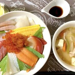 晩ご飯/豚汁/海鮮丼/おうちごはん/節約/簡単/... 🍚昨日の晩ご飯🍚  海鮮丼っ😆❣️ スー…(5枚目)
