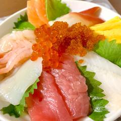 晩ご飯/豚汁/海鮮丼/おうちごはん/節約/簡単/... 🍚昨日の晩ご飯🍚  海鮮丼っ😆❣️ スー…