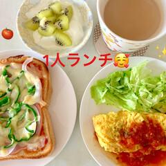 冷凍/作り置き/トマトソース/オムレツ/ピザトースト/ランチ/... 🍅1人ランチ🍅  次は、手作りトマトソー…