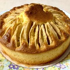 おやつ/ホームメイド/バターケーキ/りんご/住まい/暮らし 🍎りんごのバターケーキ🍎  りんご1個丸…