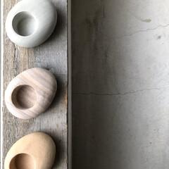 土間/コンランショップ/北欧/地窓/天然石/キャンドルホルダー/... 昼中の玄関土間で📸パシャリ 地窓の枠の上…