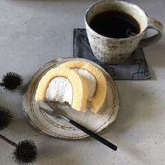 お気に入りの器/コンピニスイーツ/ロールケーキ/コーヒータイム/暮らし 帰宅後の一息、 コーヒータイム  ローソ…