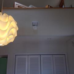 ナチュラル 寝室に塗り壁と照明でお洒落に演出しました