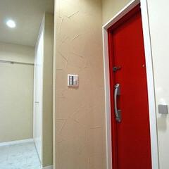 ナチュラル 玄関の入口もおしゃれに塗り壁にしました
