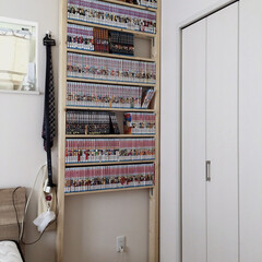 本棚/まんが棚/まんが収納/ラブリコ棚/ラブリコ/棚/... 一年前に作ったものですが、主人のためにラ…