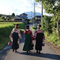 つまみ細工/袴姿/卒業式 先日、長女が地元の友達と卒業式の前撮りを…