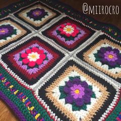 秋/手芸/100均/ダイソー/セリア/キャンドゥ/... アクリル毛糸で編んだモチーフ編みを繋いで…