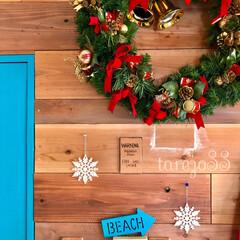 雪の結晶/ニトリのオーナメント/ニトリ/ウッドバーニング/ターコイズブルー/クリスマスリース/... とある日、この板壁に隠れてる 非常ベルの…