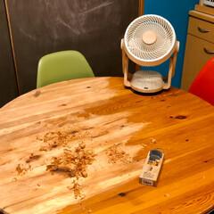 ヘリンボーン/床DIY/カフェ風インテリア/ターコイズブルーの壁/チャーチチェア/ワックス/... 硬い塗膜をガリガリ削って ワックス仕上げ…(2枚目)