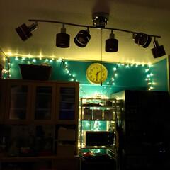 セルフリノベーション/ペンキ壁/ターコイズブルー/LEDライト/マンション/ダイニングキッチン/... 真夜中のダイニングキッチン  クリスマス…