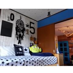 木目調クロス/クッションカバー/セリア/板壁/ドアペイント/ターコイズブルー/... 子供部屋からリビングを見る  各部屋のク…