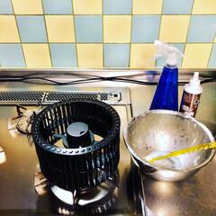 ペースト状/重曹/食器用洗剤/油汚れ/シロッコファン/換気扇/... みんなが大掃除してるのを見て ちょっとヤ…