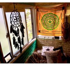 倉庫風/パレットベッド/クッション/しまむら/セリア/エスニック/... ベット横の腰高窓二面 セルフリノベ時に …