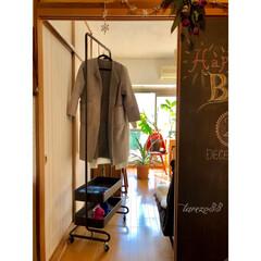 黒板アート/すくすく成長中/パイナップル/イームズチェア/ムートンコート/ZARA/... 娘の部屋  【山善トローリーハンガー】 …