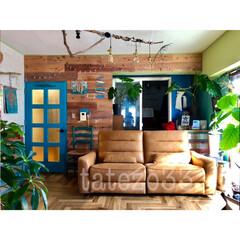 流木/グリーンのある暮らし/ターコイズブルーのドア/電動リクライニングソファ/くらしと/sukimaオリジナルソファ/...  一部マニアの方から ヘリンボーンの床を…