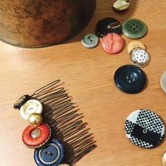 発掘リメイク/ボタン/掃除/手作りアクセ 掃除で発掘した大量のボタンを持て余して櫛…