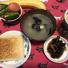朝ごはん/わたしのごはん 朝ごはん。 しじみ汁、トマト、きゅうり、…