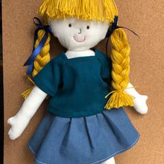 着せかえ人形/ハンドメイド/minneにて販売中/スカート/ブラウス 完成!着せかえできる、イエローの髪の女の…