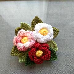 椿/ブローチ/レース糸/ハンドメイド/雑貨/ファッション/... オリムパスのエミーグランデの糸で編み上げ…
