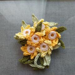 水仙/ブローチ/レース糸/ハンドメイド/雑貨/ファッション/... オリムパスのエミーグランデの糸で編み上げ…