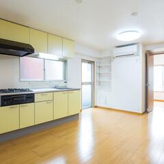 キッチン/台所/システムキッチン/水まわり 部屋全体が明るく清潔なキッチンへ。