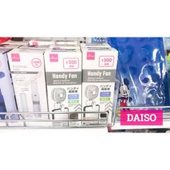 充電式静音ハンディファン アロマトレー付 PR-F046-DB(ダークブラウン)(扇風機、サーキュレータ)を使ったクチコミ「ダイソー新商品。携帯に付けれるハンディフ…」