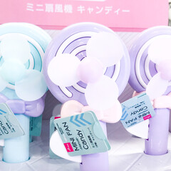 充電式マルチハンディファン アロマトレー付 PR-F015-WH(ホワイト) | プリズメイト(扇風機、サーキュレータ)を使ったクチコミ「ダイソーの季節物。キャンディ型のハンディ…」