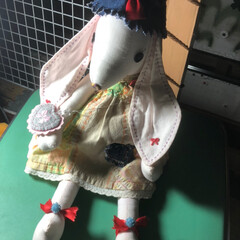 手芸/雑貨/ハンドメイド 垂れ耳ウサギのつもりでも作ったお人形さん…