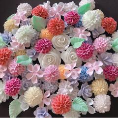 お花大きめ/樹脂粘土/お花パーツ/ハンドメイド/ダイソー/わたしの手作り お花いっぱ~い🌸🌼🌺😊💕  大きめパーツ…