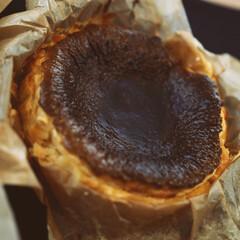 スイーツ/おやつな時間/フォルムが可愛い/バスクチーズケーキ/暮らし 週末♡スイーツ バスクチーズ焼けました~…