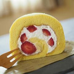 ロールケーキ/Happy/美味しい/おうち/スイーツ 苺のロールケーキ🍓