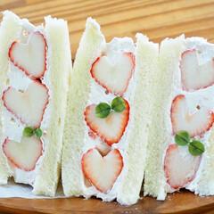 甘酸っぱい/美味しい/食パン/ホイップクリーム/手作り/苺サンド/... 苺🍓季節がやってきた♡