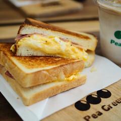 食パン専門店/街のパン屋さん/モーニングコーヒー/モーニング/ホットサンド/塩あんぱん/... モーニング🍞 限定食パンもGËT♡ 塩パ…