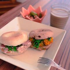 朝食/サンドイッチ/おうちカフェごはん/おうちカフェ/おうちごはん/こんにゃくベーグル/... こんにゃくベーグル🥯ちょっと変わったベー…