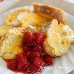 手作りおやつ/旬の食材/イチゴジャム/イチゴ/フレンチトースト/LIMIA仲間/... 今が旬のイチゴを添えたフレンチトーストを…