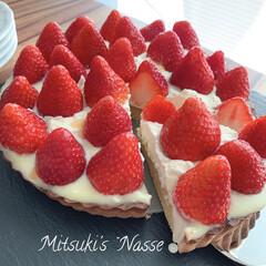 Mitsuki's nasse/休日の朝/おやつの時間/タルトケーキ/おうちごはん/LIMIAなくらし/... 昨日作った苺のタルトを一晩冷やして、今朝…