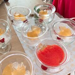 かんたんレシピ/冷製スープ/トマト/ガスパチョ/LIMIAごはんクラブ/LIMIAな暮らし/... カクテルグラスの下に氷を入れて、上にはガ…(2枚目)
