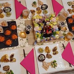 テーブルコーディネート/桃の節句/おうちごはん/Mitsuki's Nasse/ホームパーティー/ひな祭り/... ひな祭りホームパーティー🎎小さいお雛様を…