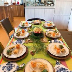 食卓を囲む/食卓を彩る/食卓/テーブルコーディネート/夏コーディネート/ホームパーティー/... 夏のホームパーティーのテーブルコーディネ…(1枚目)