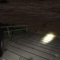 消防団/洪水警戒 団の管轄付近はあと2mくらいまで増水。水…(1枚目)