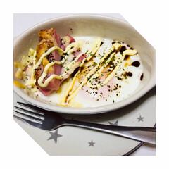 ミニグラタン皿レシピ/ミニサイズ/ダイソー/100均/グルメ/フード お皿に油を塗って、 ベーコンにはチーズ!…